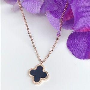 Jewelry - Clove Leaf Shape Dainty Necklace